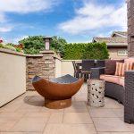 Construire sa terrasse en dalles avec des plots terrasse